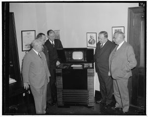FCC_Commissioners_inspect_latest_in_television_1939